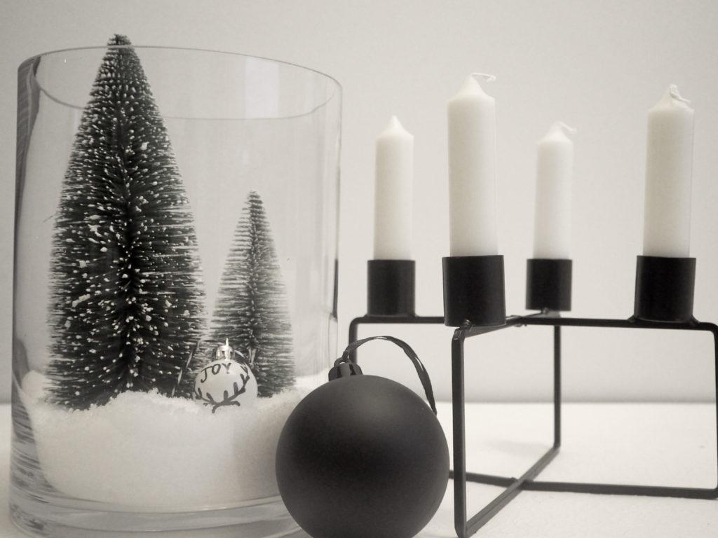 skandinavischer christbaumschmuck aus schlichten christbaumkugeln. Black Bedroom Furniture Sets. Home Design Ideas