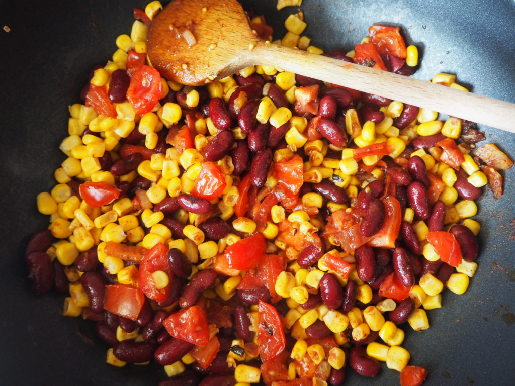 veganes-chili-sin-carne-gemüse-anbraten