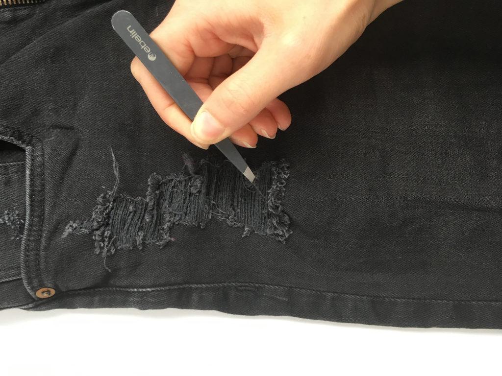 diy-destroyed-jeans-fäden-ziehen