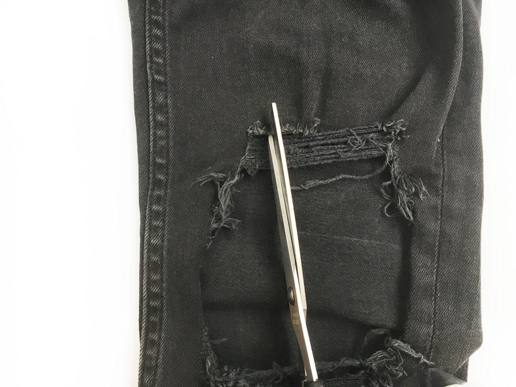 diy-destroyed-jeans-schnittkante-einschneiden
