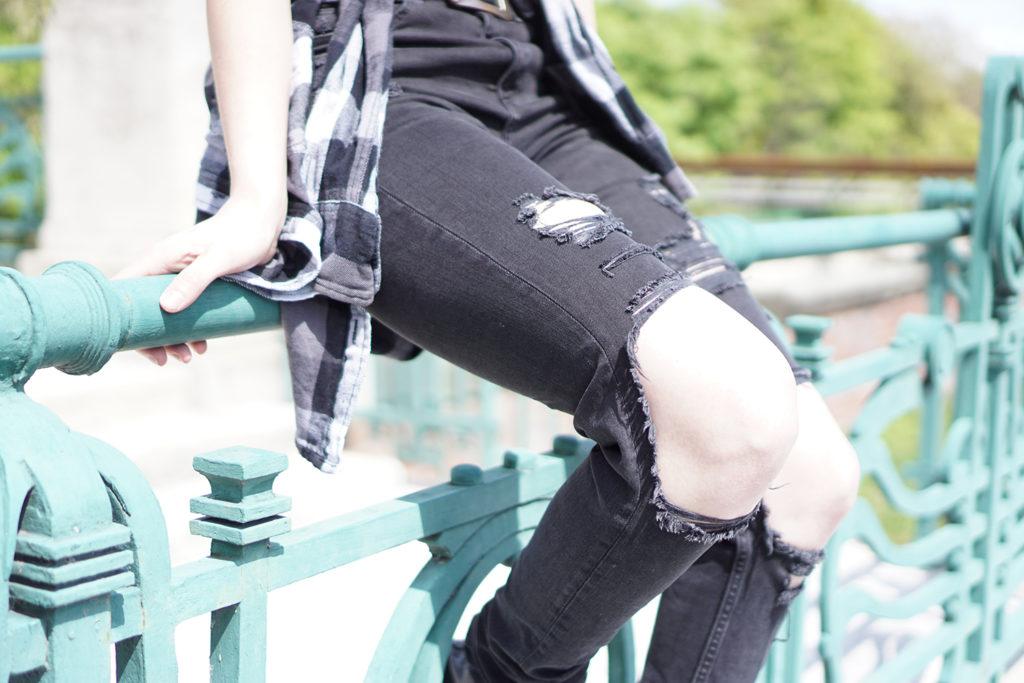 diy-destroyed-jeans