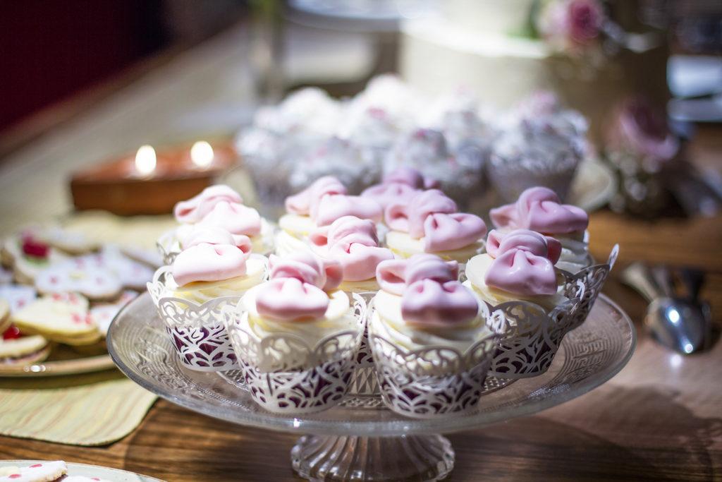 diy-wedding-cake-topper-vintage-candybar