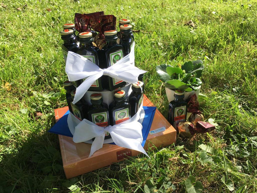 diy-jaegermeisterflaschen-torte-fertig