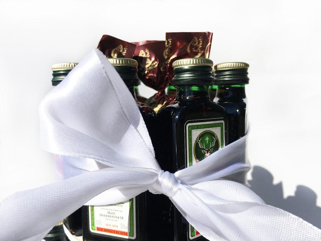 diy-jaegermeisterflaschen-torte-zweier-Stock-fertig