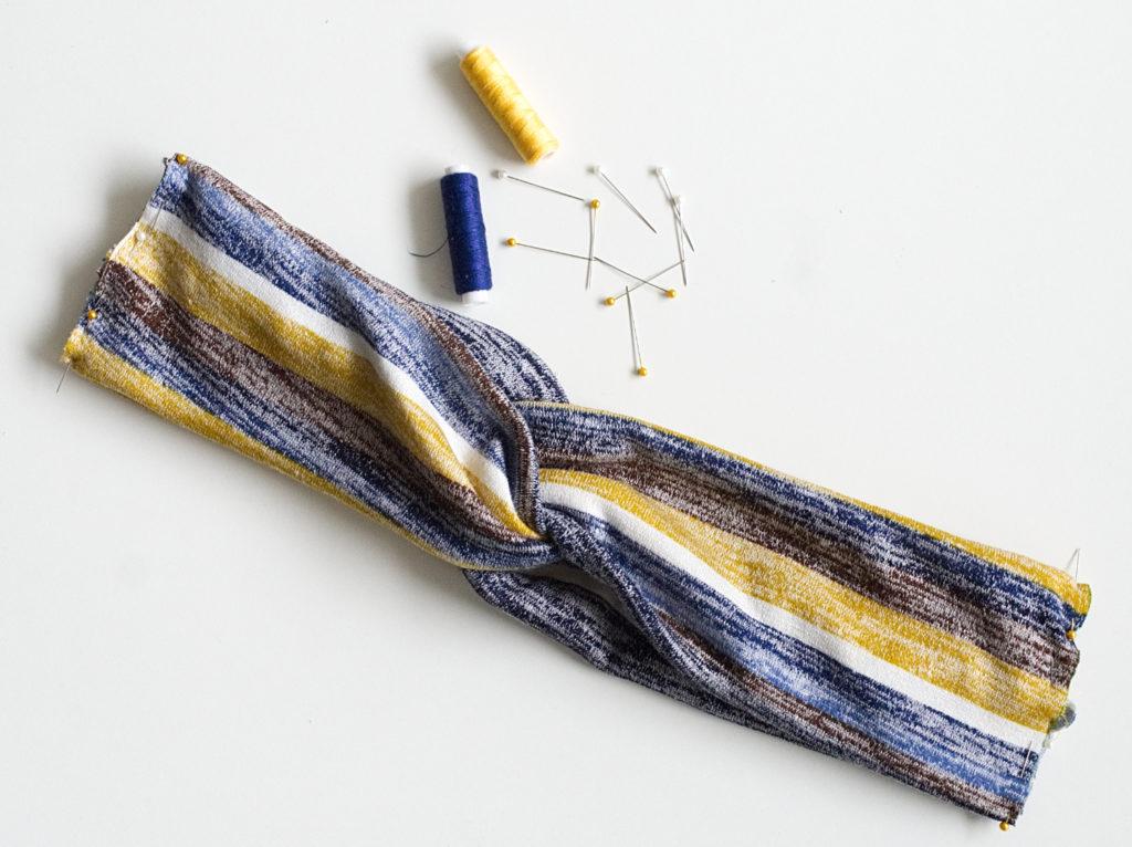 diy-stirnband-naehen-stoffe-feststecken