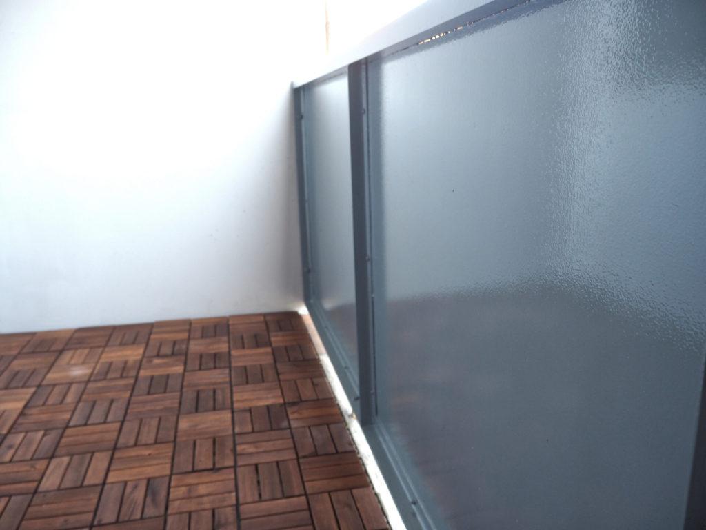 10-Tipps-kleinen-Balkon-einrichten-wand-boden