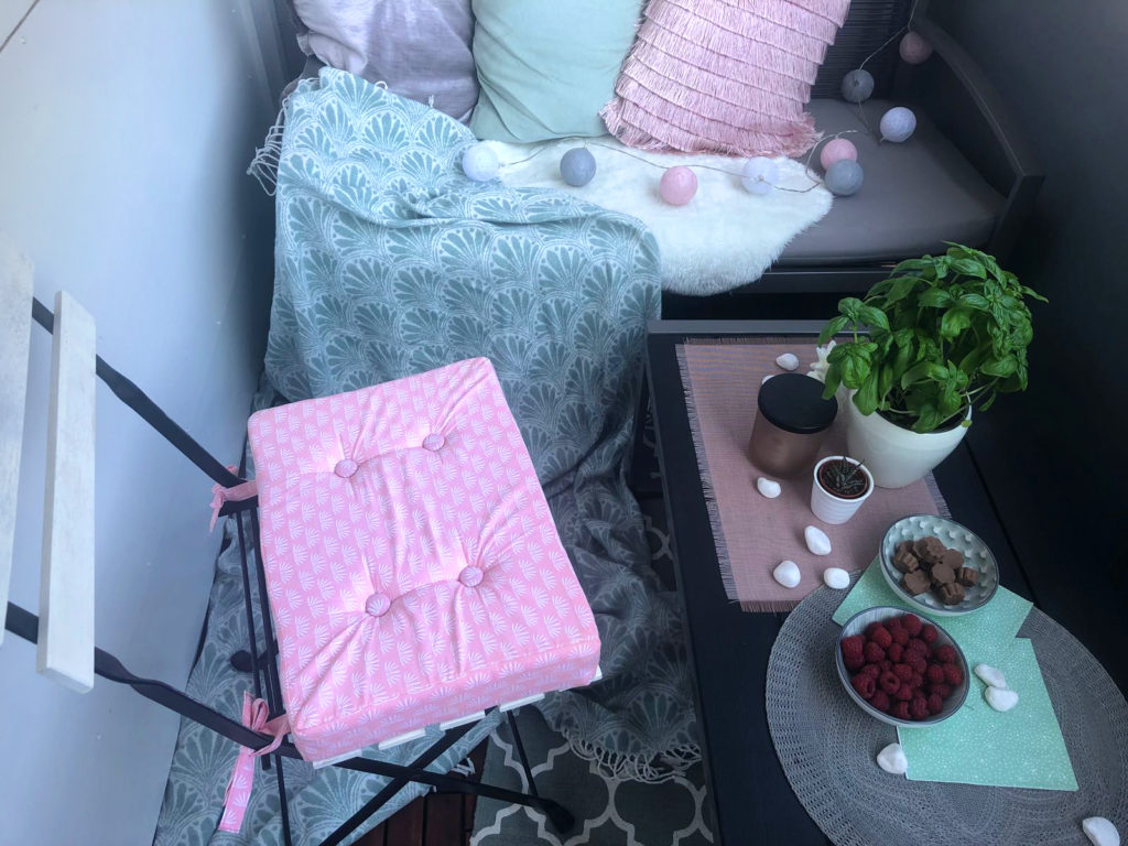 diy stuhlkissen f r ikea t rn gartenm bel selber n hen. Black Bedroom Furniture Sets. Home Design Ideas