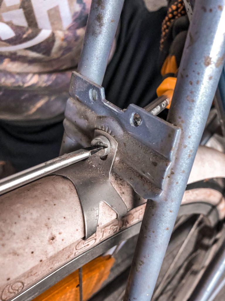 altes-fahrrad-auseinander-schrauben