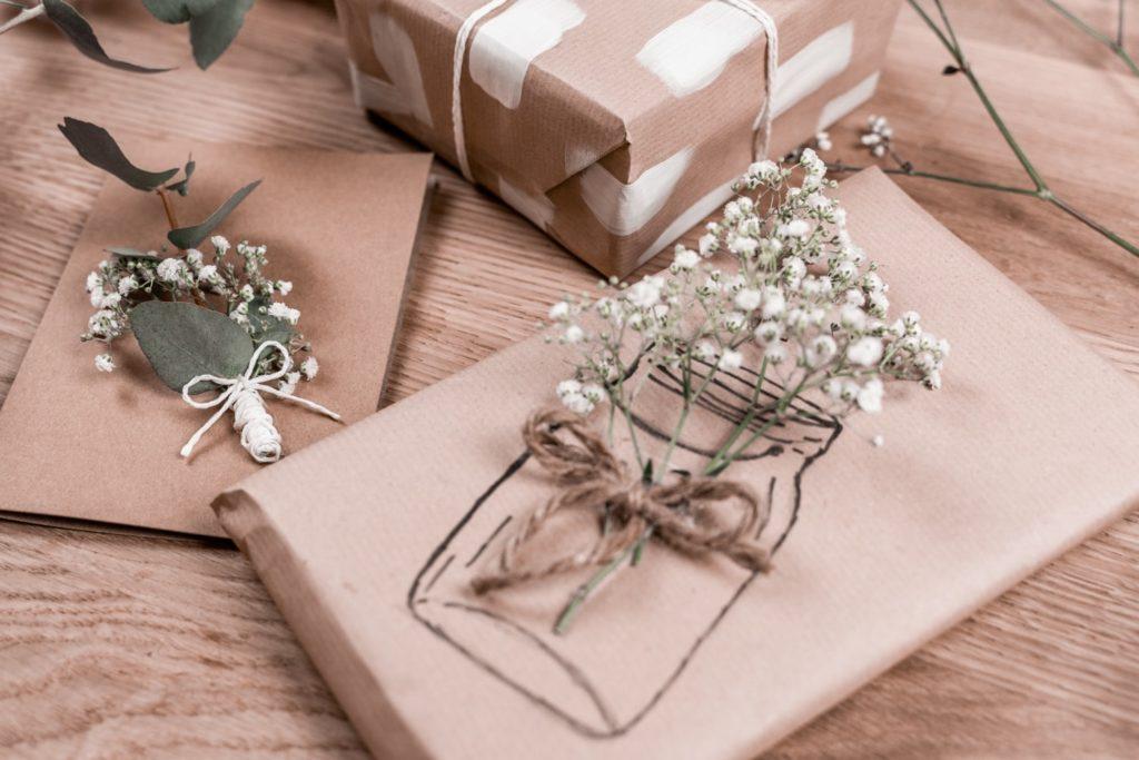 diy-geschenkpapier-blumen