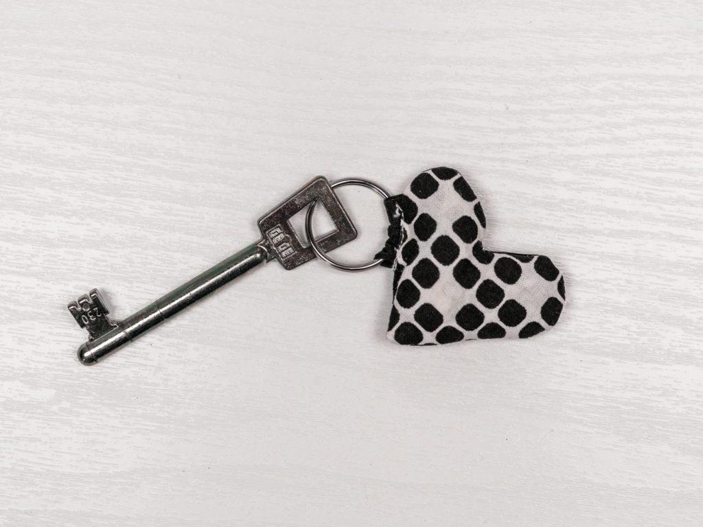 schlüsselanhänger-selber-machen-stoff