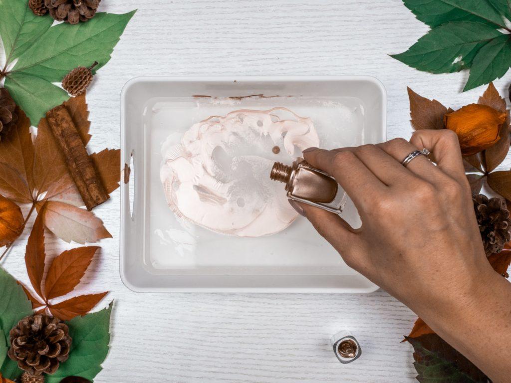 marmor-kürbis-nagellack-vorbereiten