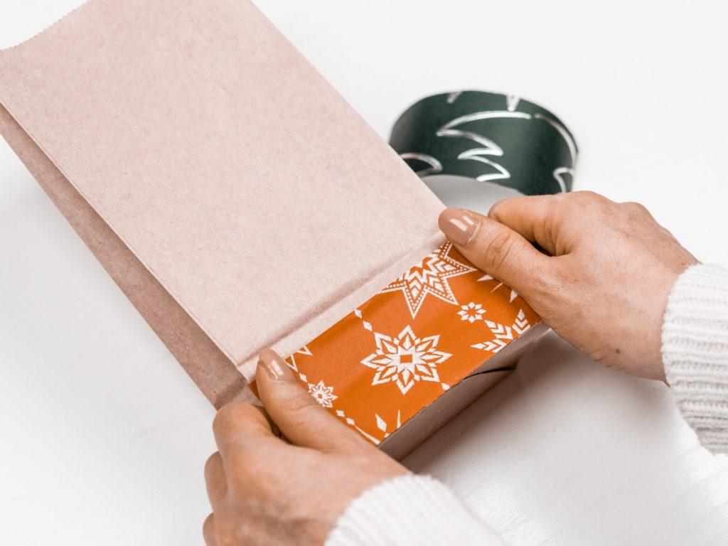 geschenkpapier-anbringen
