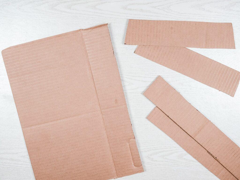 Pappe zuschneiden